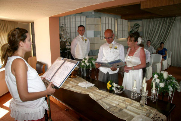 Indoor Or Outdoor Wedding Ceremony Some Facts To Help You: RECEPTION